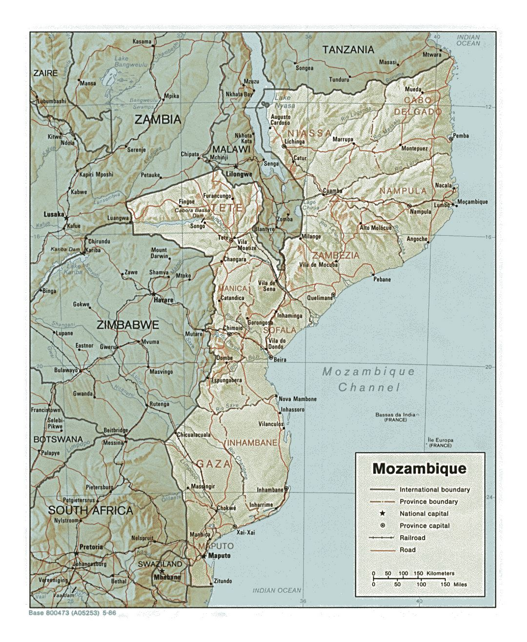 Detailed political and administrative map of Mozambique with relief, roads, railroads and major cities - 1986