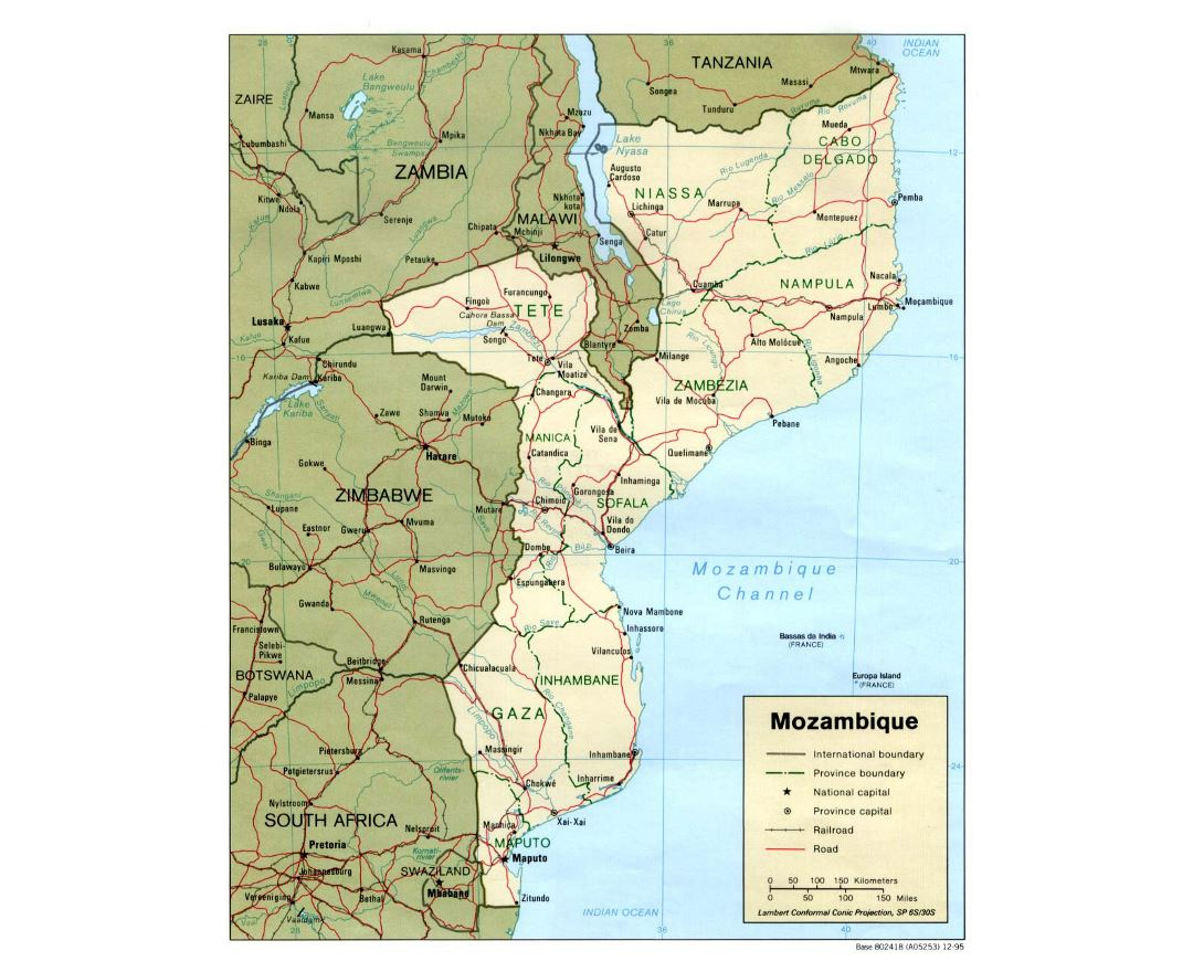Detailed political and administrative map of Mozambique with roads, railroads and major cities - 1995