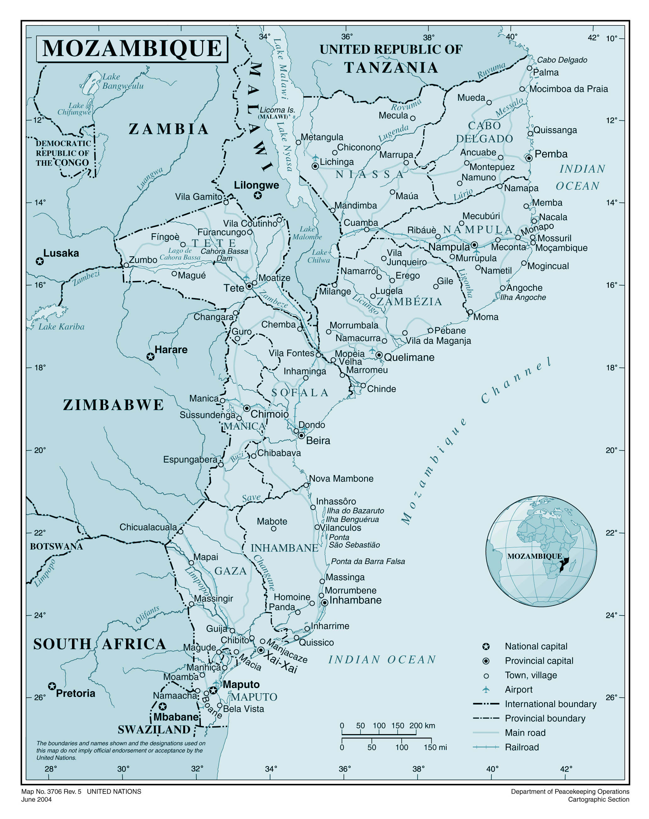 Large detailed political and administrative map of Mozambique with