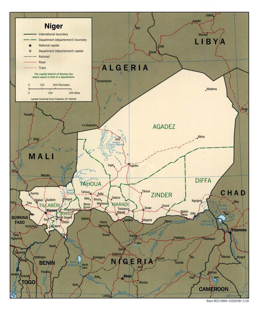 Detailed political and administrative map of Niger with roads, railroads and major cities - 2000