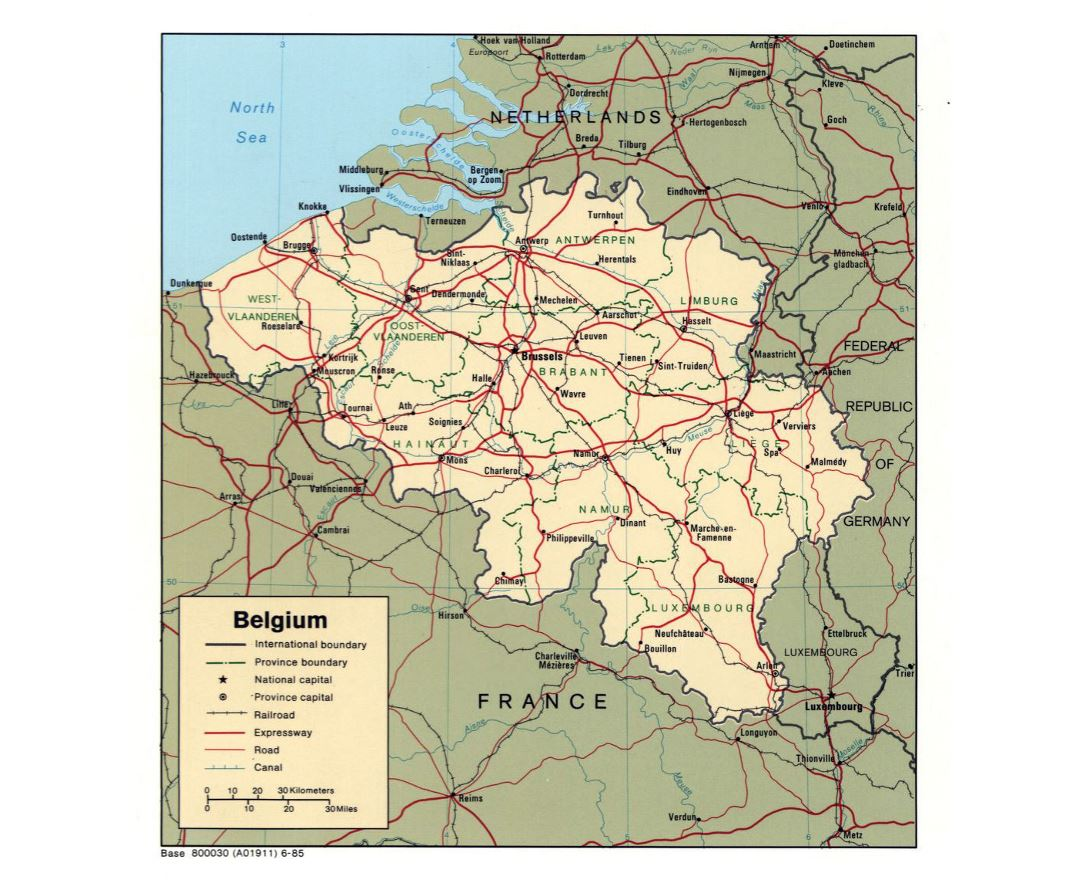 Large political and administrative map of Belgium with roads and major cities - 1985