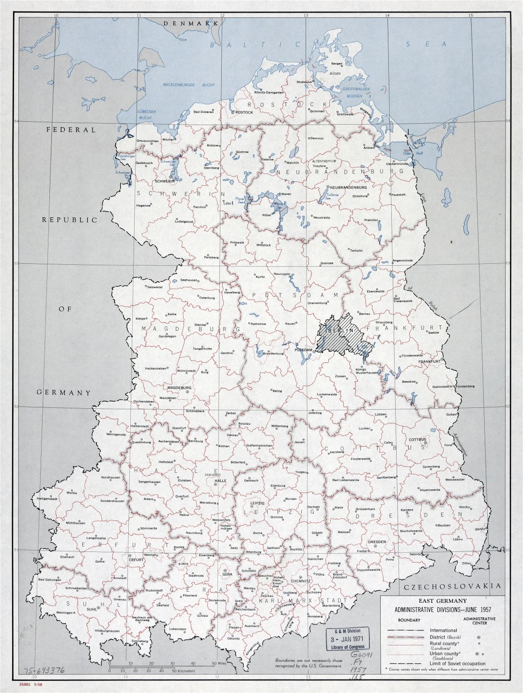 Large scale East Germany administrative divisions map - 1958