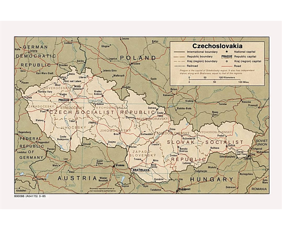 Detailed political and administrative map of Czechoslovakia with roads, railroads and major cities - 1985