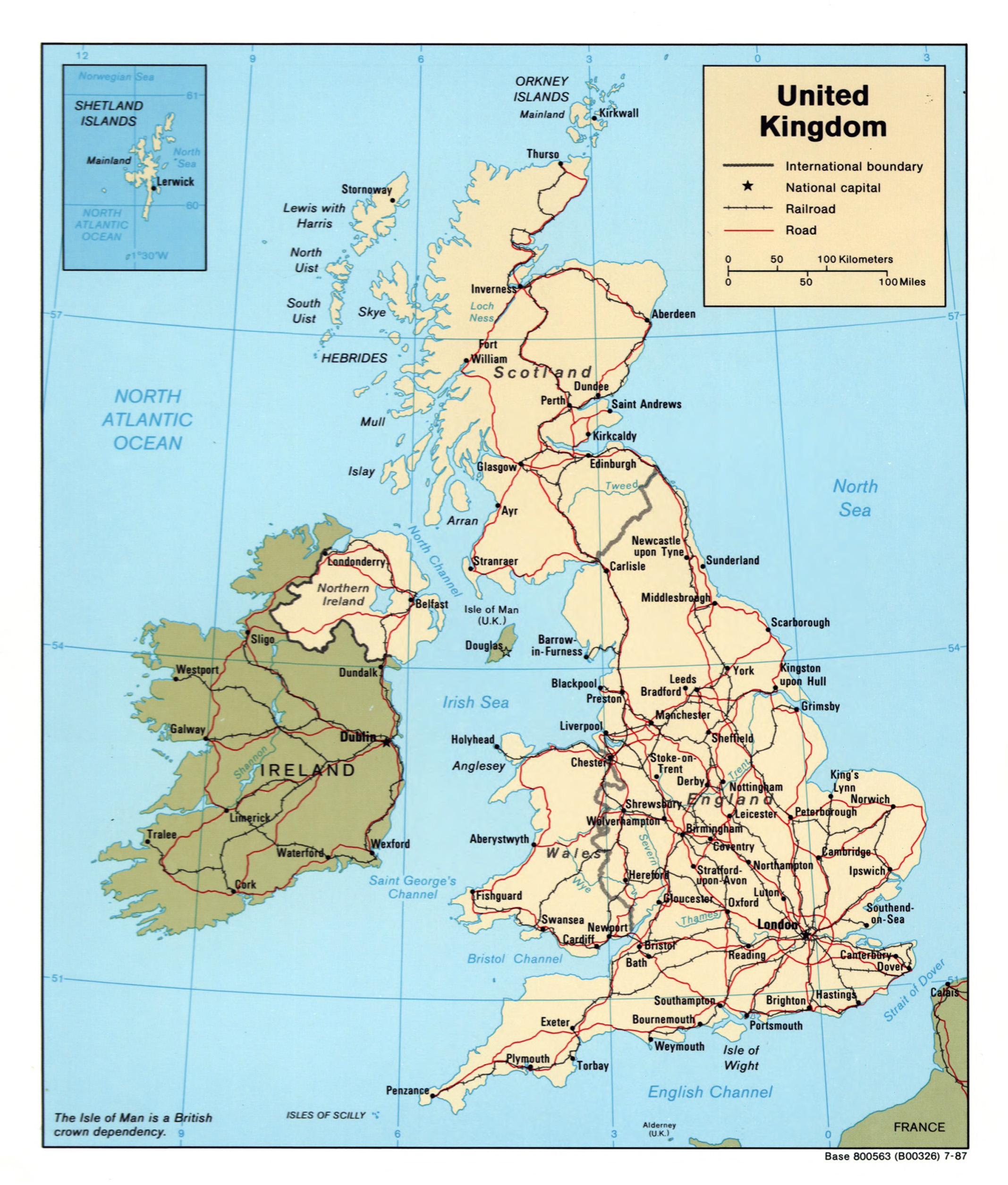 Large detailed political map of United Kingdom with roads railroads